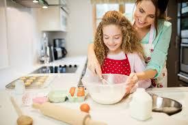 Γιατί το να μαγειρεύουμε με τα παιδιά είναι τόσο σημαντικό